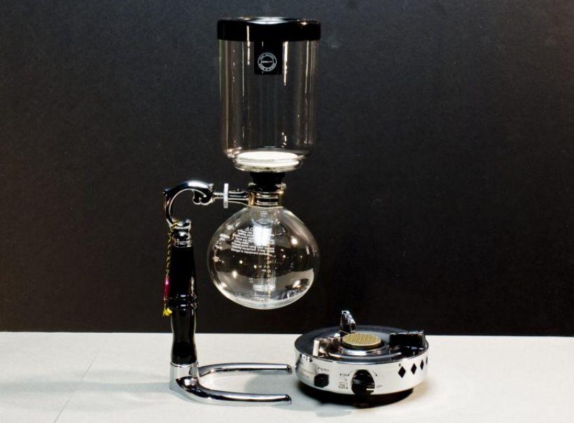 Kávový horolezec. Príprava kávy cez vákuum