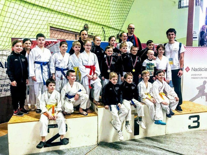 Bystrickí mladíci ovládli medailovú žatvu na Slovenskom pohári detí a žiakov v karate