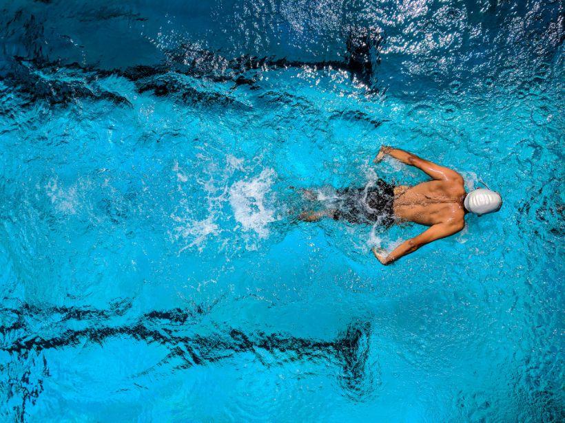 5 dôvodov, prečo chodiť pravidelne plávať
