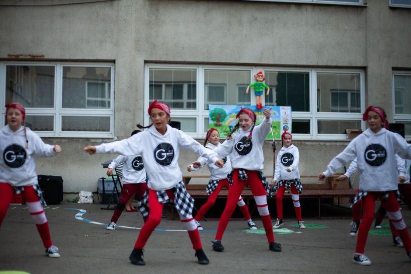 Tanec je pohybová forma vyjadrenia pocitu  a považuje sa za najprirodzenejšiu reakciu nášho tela na hudbu.